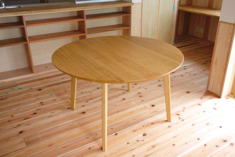 オーク材の円卓(丸テーブル)です。
