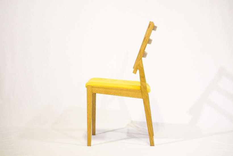 ダイニングテーブルに引っ掛けられる椅子です。